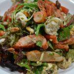 Italiaanse salade met kruidige kip
