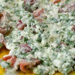 Eiwitrijke omelet met Huttenkase, tomaat en basilicum
