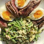 Haricot verts-salade met biefstuk en ei