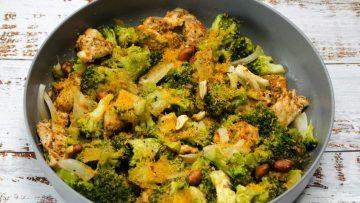Snelle broccolisalade met gegrilde kip